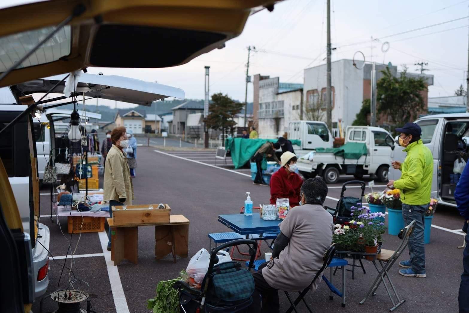 三戸駅前朝市